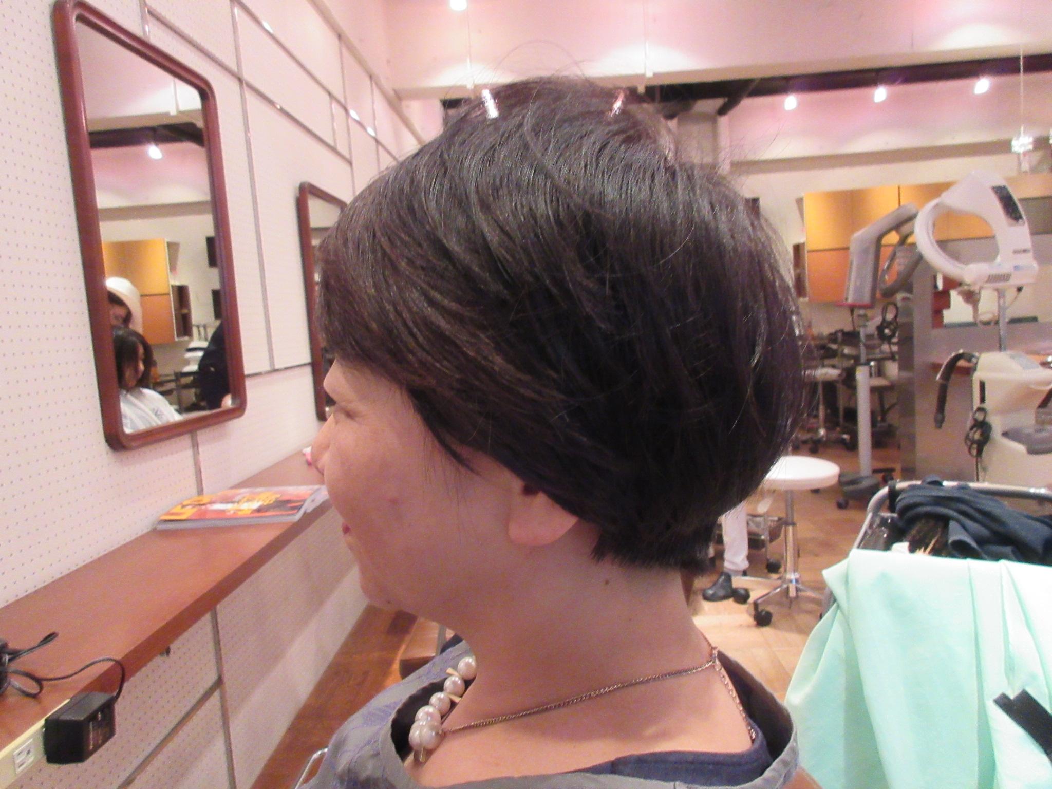 髪型ショート50代女性